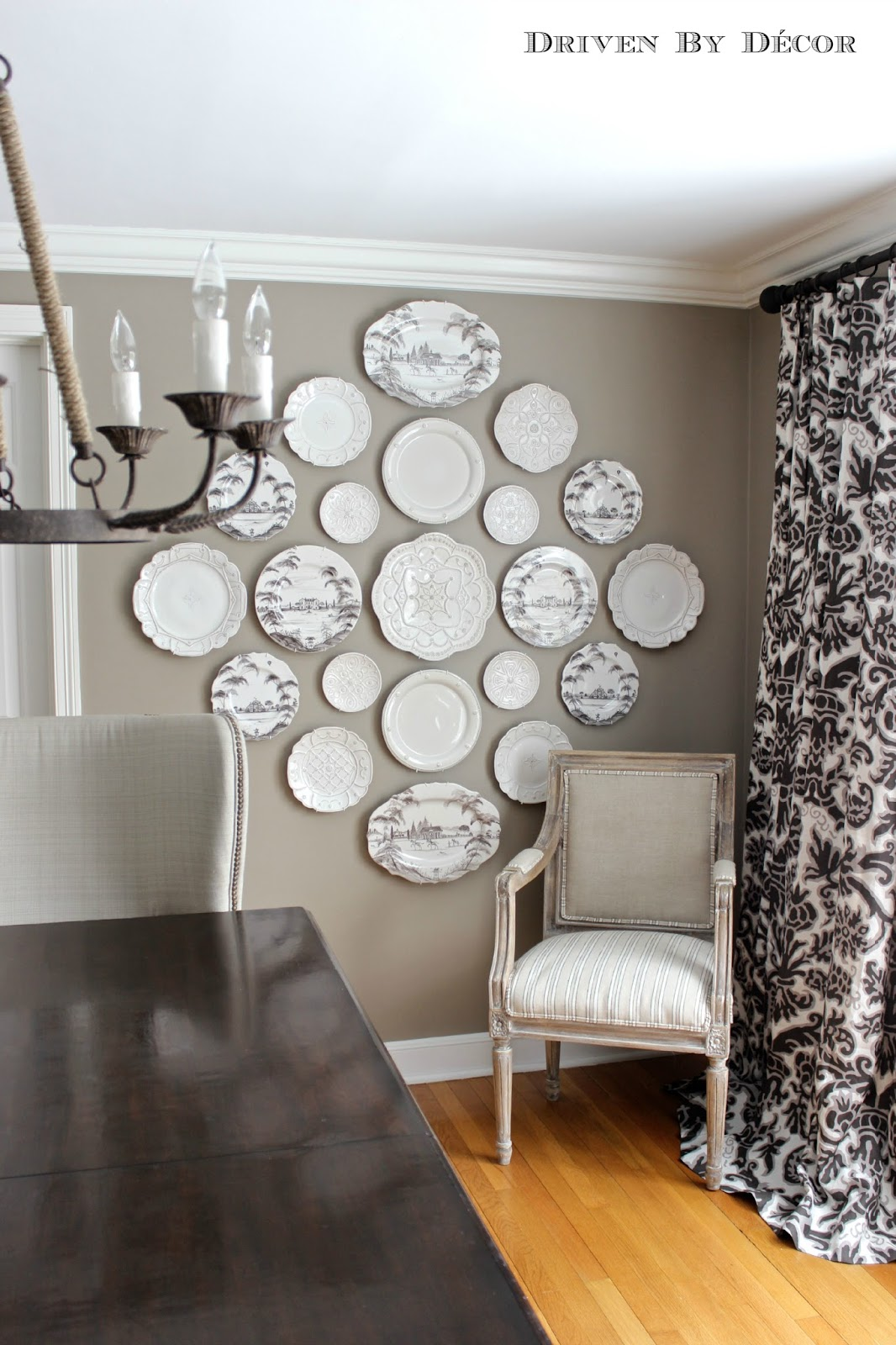 5 rustic glam dining rooms for Dining table wall decor