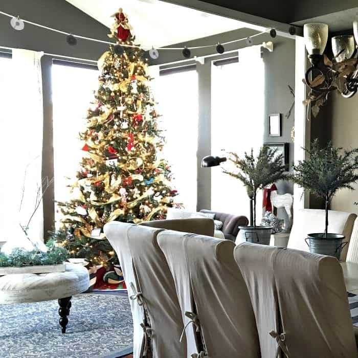 Dining and Sunroom, Holiday Home Tour 2015 by SnazzyLittleThings.com