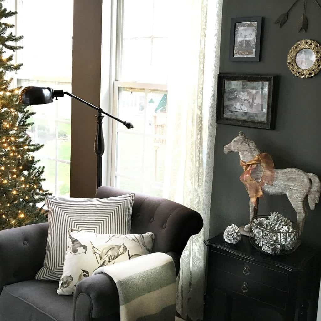 Holiday Home Tour 2015 Horse Display