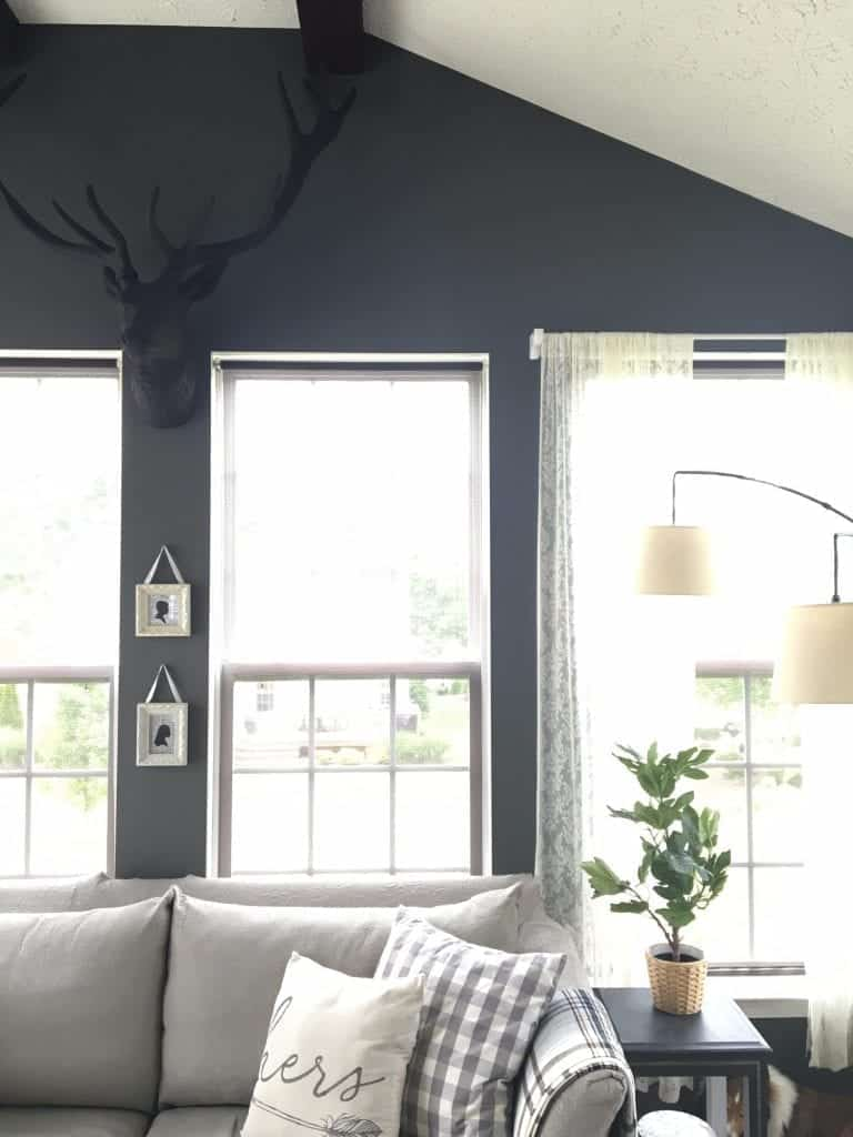 Sunroom Kendall Charcoal with Stag Head