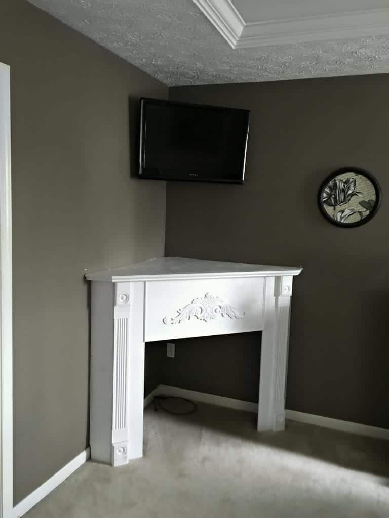 Diy corner fireplace mantel in a day snazzy little things for Building a corner fireplace