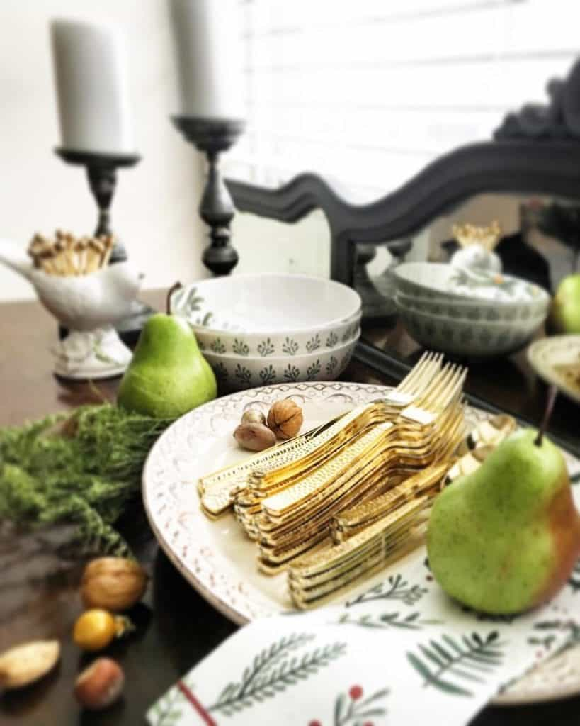 disposable holiday table display